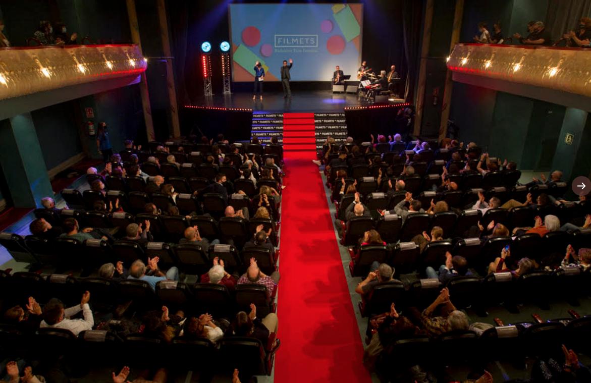 Té molt de valor el que ha fet el Festival Filmets: mantenir-se i reinventar-se... combinant 'virtualitat' (aposta a consolidar en part pq amplia públic) + presencialitat (tb en barris i escoles).