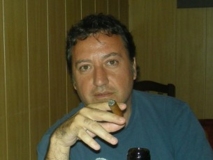 Albert Gimeno es fuma un puro...