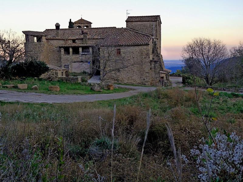 La Torre de Pujarnol i l'esglèsia de Sant Cebrià