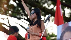 SECONDARY-IMAGE-Singing-for-Suu-Kyi1