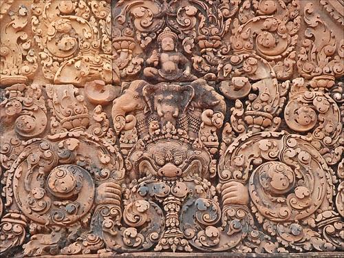640px-Indra_sur_Airâvana_(Banteay_Srei,_Angkor)_(6843503801)