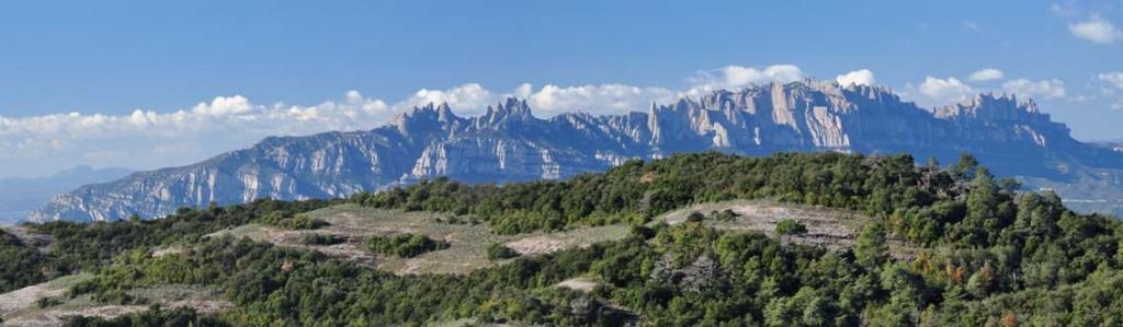 La muntanya de Montserrat vista des de la serra de l'Obac