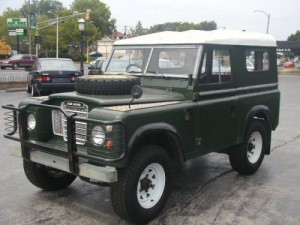 Land-Rover-Safari-Wagon-green-white-top-1973-04HI7564516003A