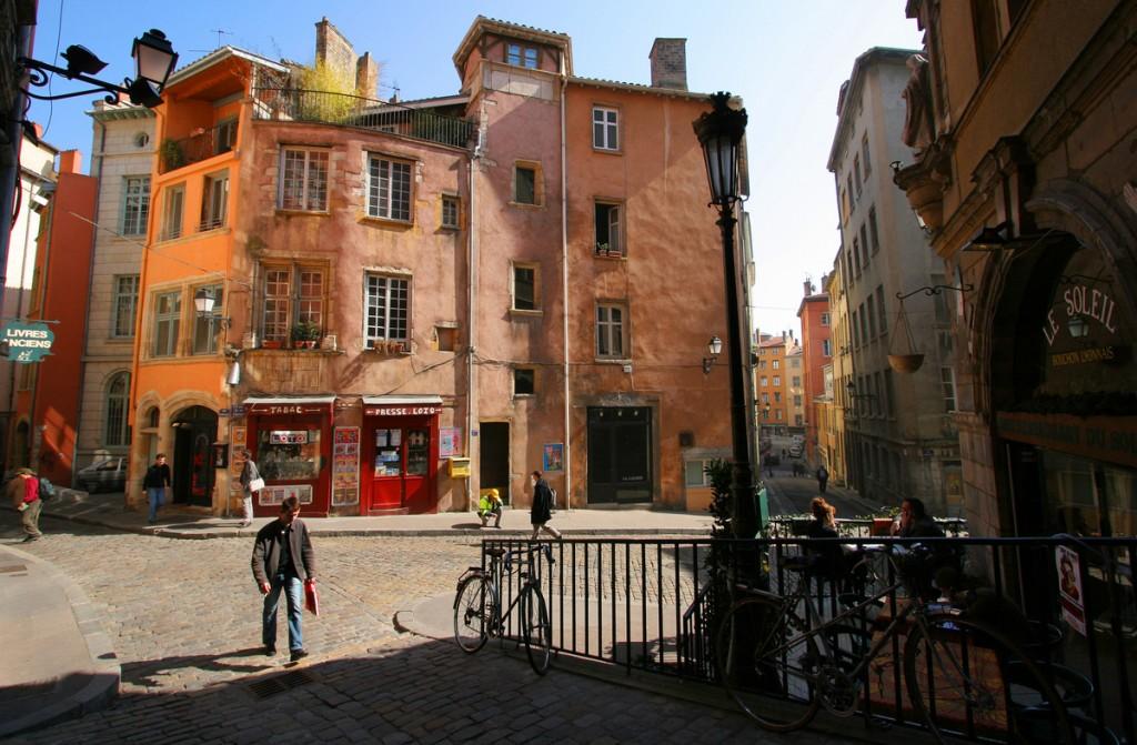 Place de la Trinité Vieux Lyon-001