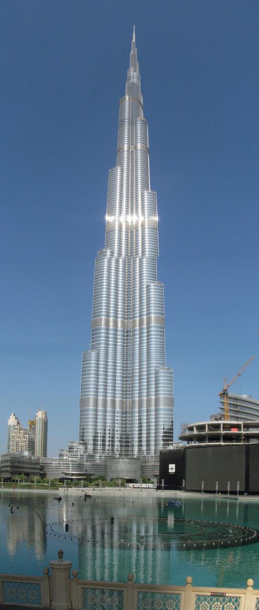 """El Burj Khalifa, literalment """"la torre del Califa"""", disseny d'Skidmore, Owings and Merrill (SOM)"""