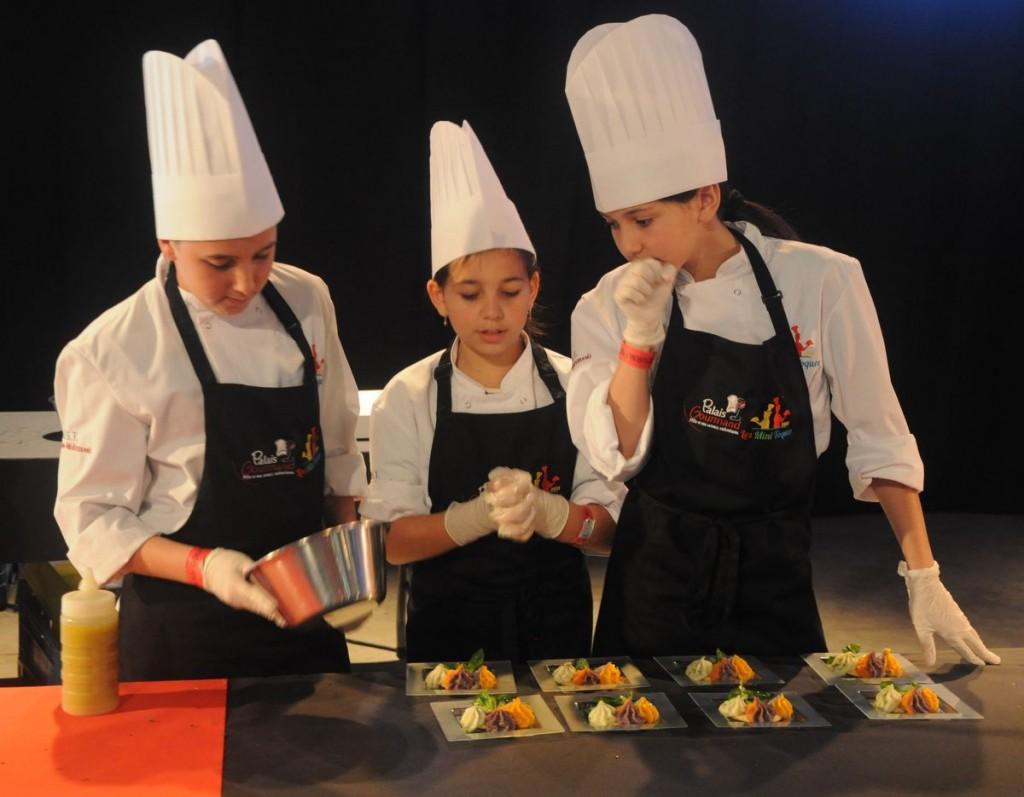 Les Mini Toques, finalistes del concurs escolar convocat per l'associació Toques Blanches per promoure la cuina entre els joves
