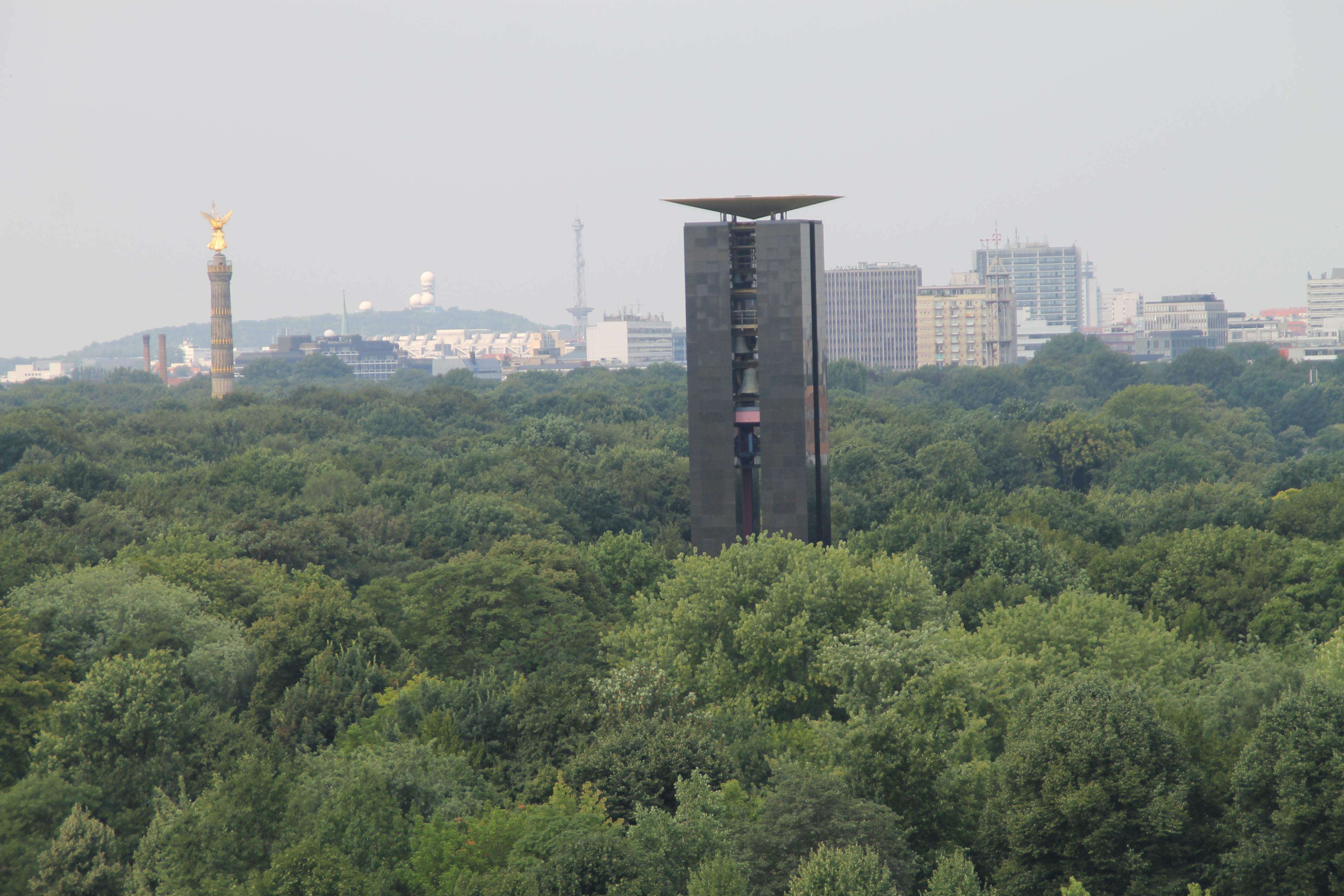 Berlin Carillon i  Siegessäule (Columna de la Victòria) des del Reichstag