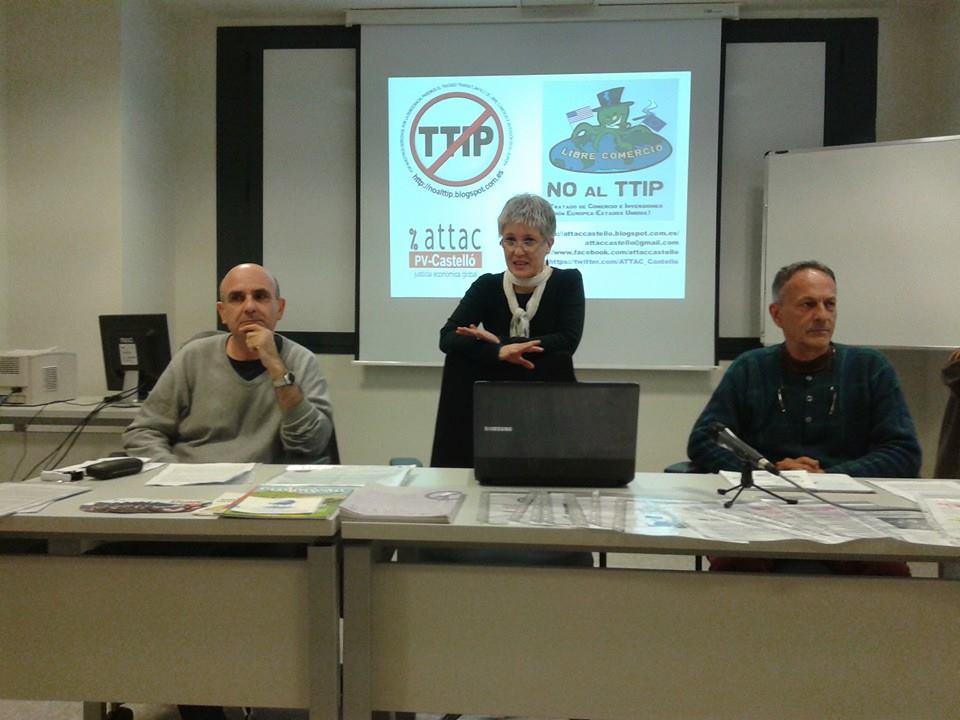 Mesa d'Attac Castelló presidint la reunió.