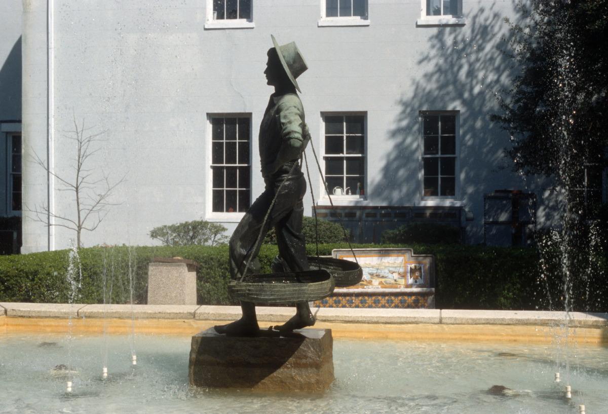 Statue of fishmonger, Spanish Plaza at Church St., Mobile, AL (1999)