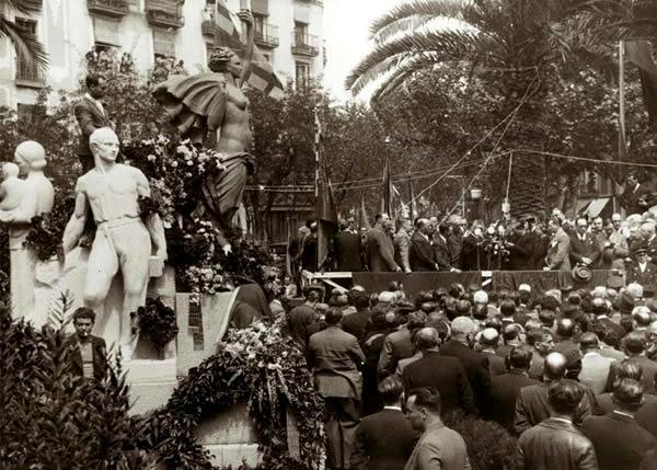 Acte d'inauguració del monument a Layret, presidit per Lluís Companys