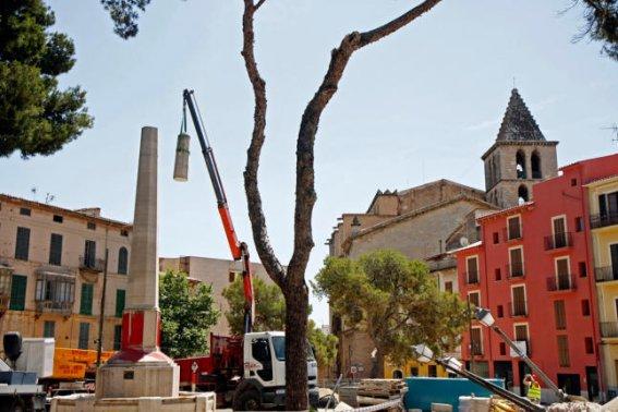 Retirada de l'obelisc dels Jinetes de Alcalá