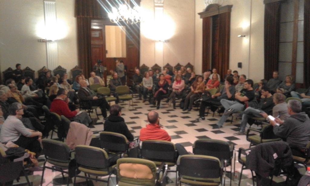 Debat sobre el proc s a la sala d actes de l ajuntament de for Sala 0 tarragona