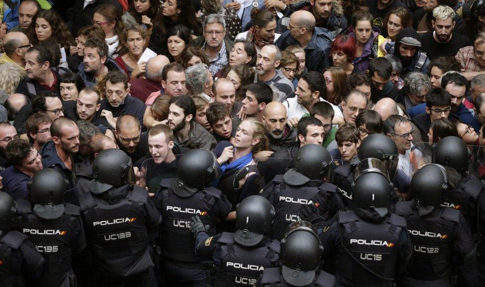 Resultat d'imatges de neonazis espanyols i policies