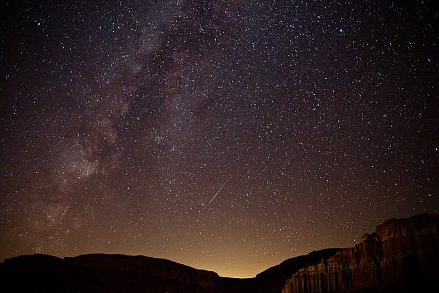 640px-Perseid_meteors_and_the_Milky_Way_-_Red_Rock_Canyon_-_Kern_County,_California,_USA_-_13_Aug._2010