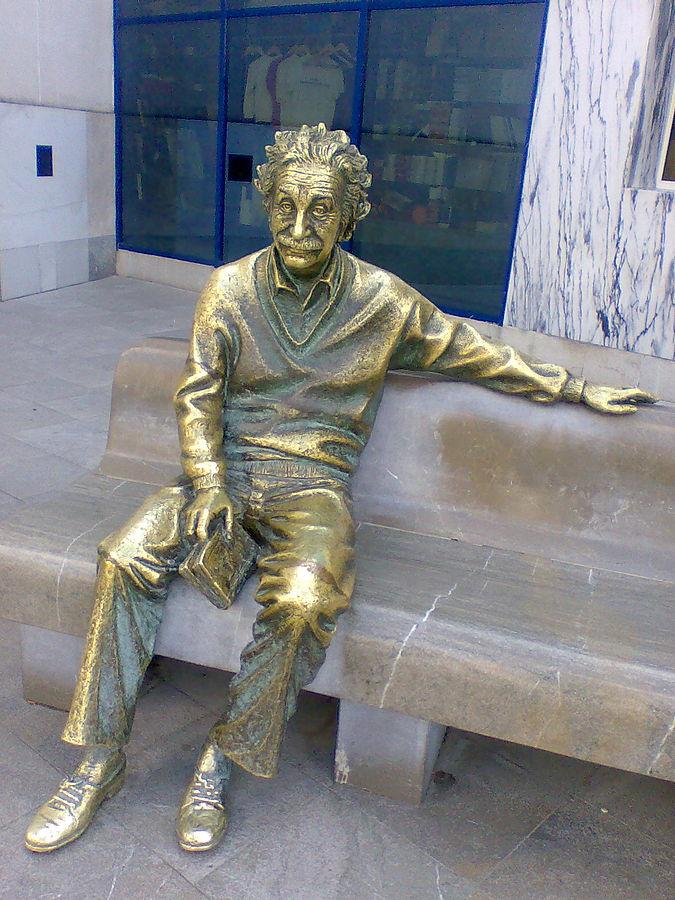 Estatua_de_Einstein._Parque_de_Ciencias_Granada