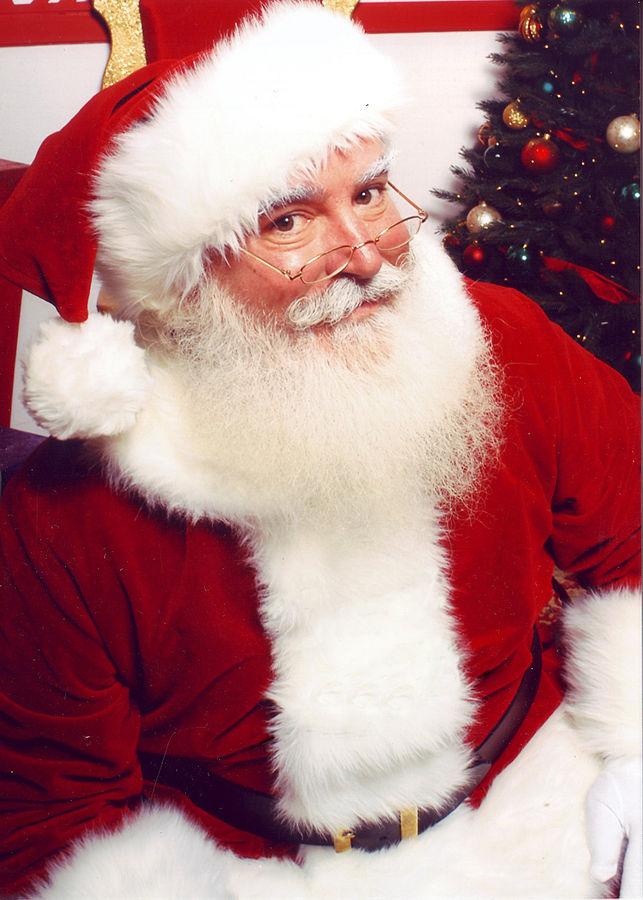 643px-Jonathan_G_Meath_portrays_Santa_Claus