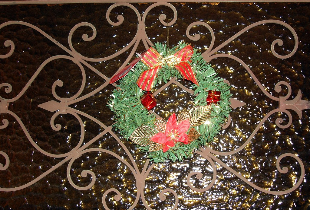 Detall nadalenc a la porta d'una casa