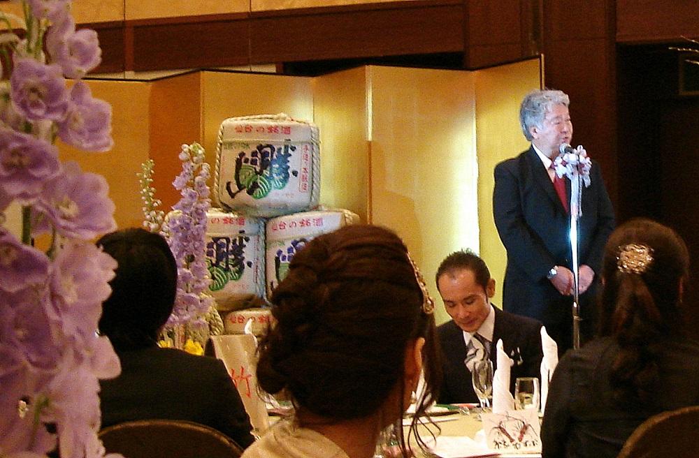 Més bidons de sake, en aquest cas en un casament.