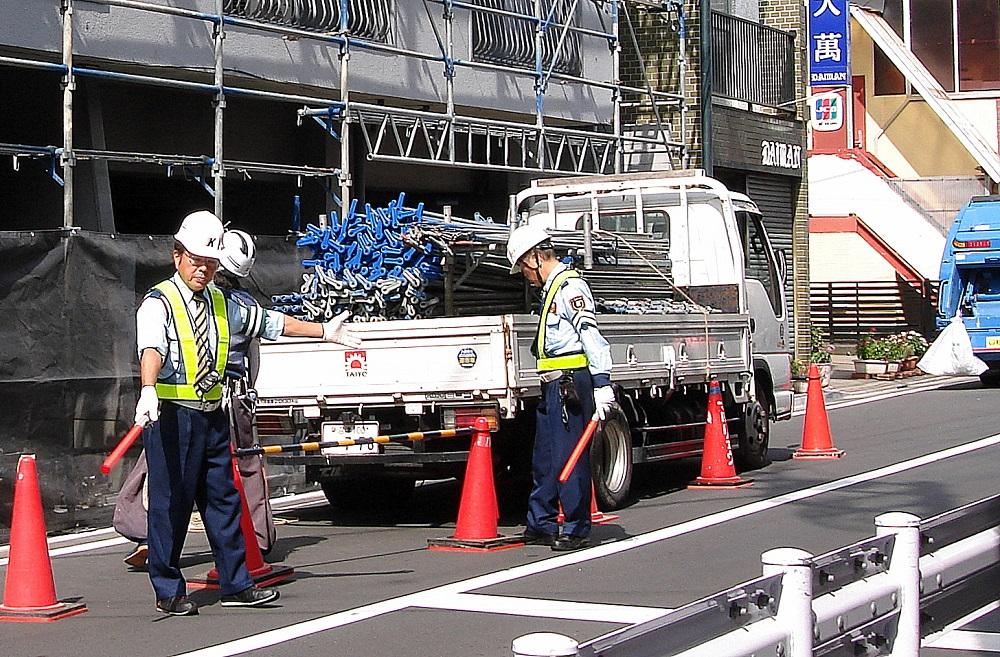 En qualsevol obra que afecta el carrer, per petita que sigui, es contracten guàrdies de seguretat.