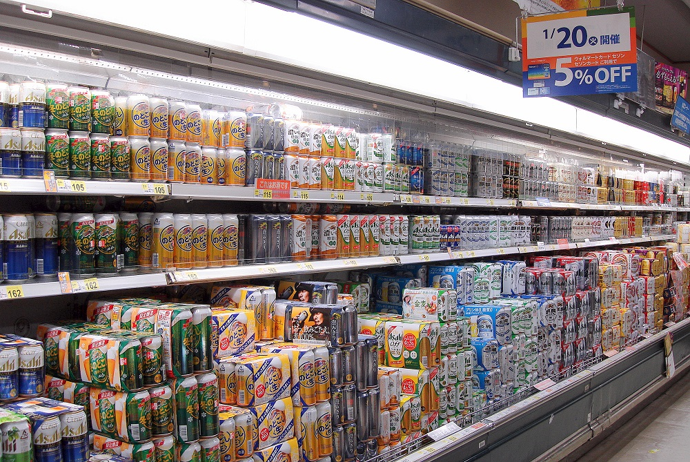 Cerveses en un supermercat.
