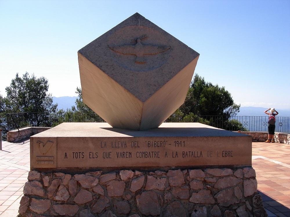 Monument a dalt de la Cota 705