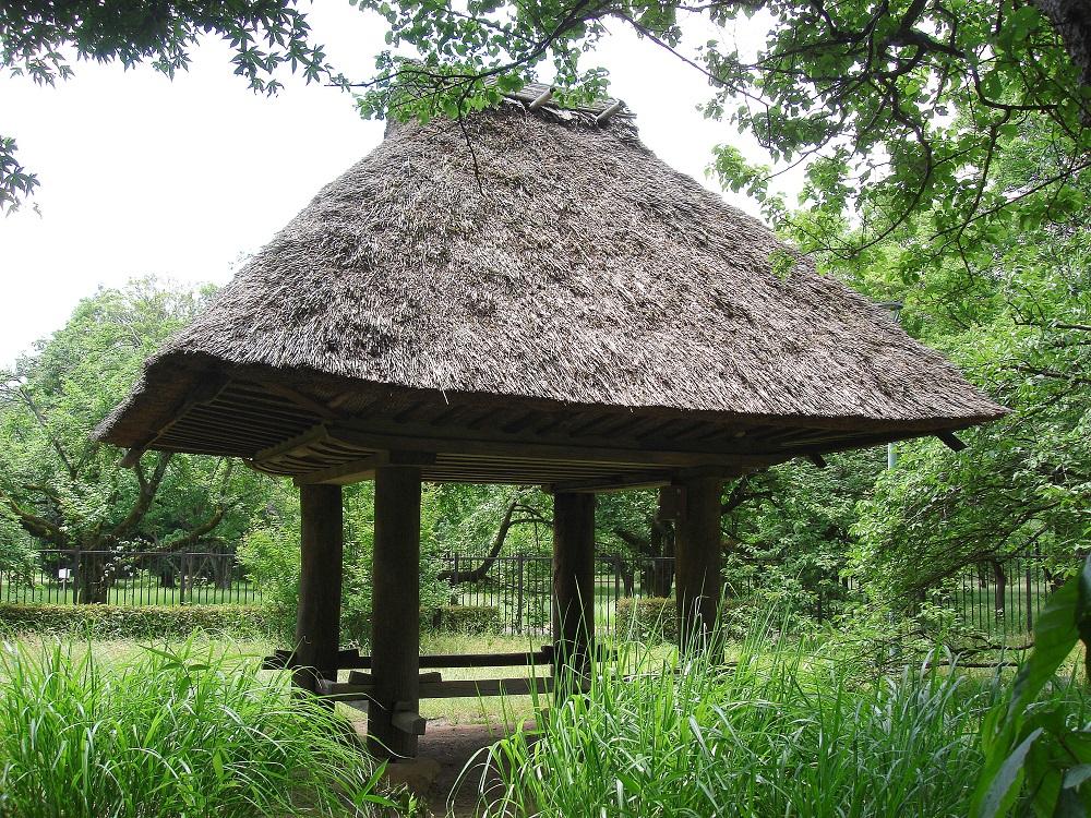 Al museu a l'aire lliure de Koganei, cobert antic per guardar sacs d'arròs