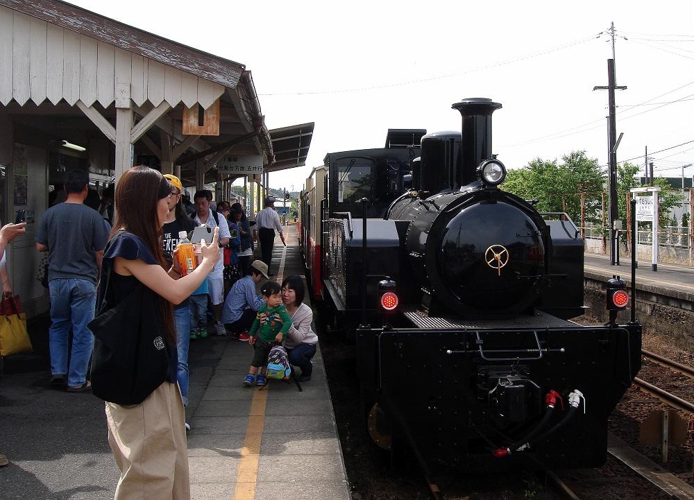 El petit tren de vapor preparat per la sortida