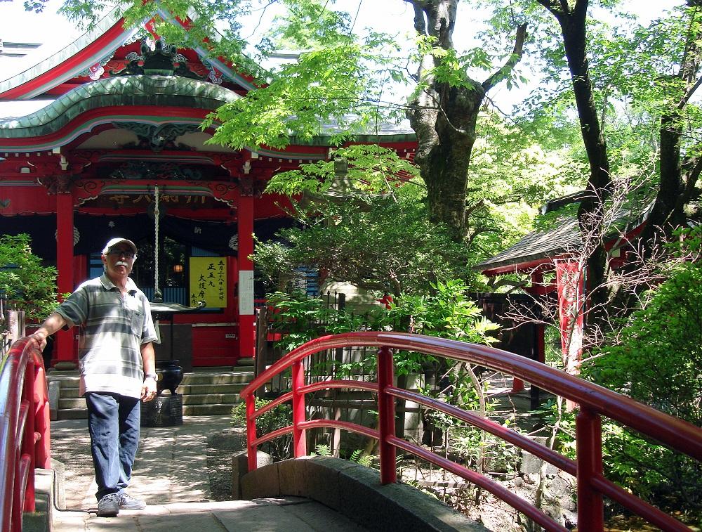 Al pont d'accés a l'illeta del temple