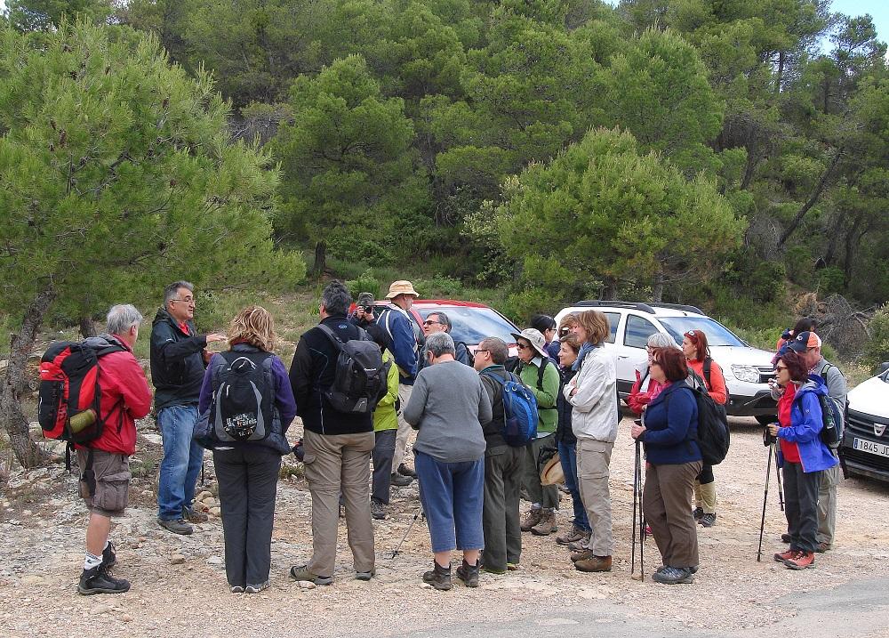 En Ferran. l'organitzador, donant instruccions i explicacions abans de la sortida