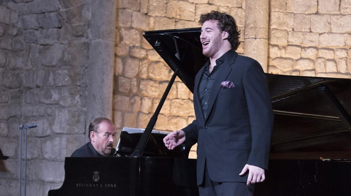 tenor-mauro-peter-junto-pianista-helmut-deutsch-festival-vilabertran-1472228493235