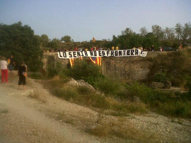 Al Pont de l'Olivar exclamem que 'lo Sénia no és frontera!'