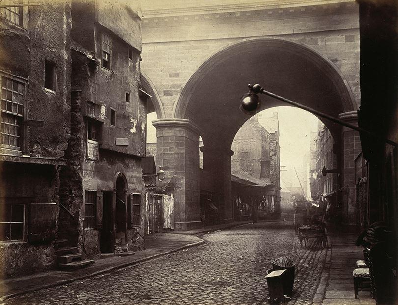 Cowgate, carrer que alberga la parròquia de Saint Patrick, lloc de fundació de l'Hibernian