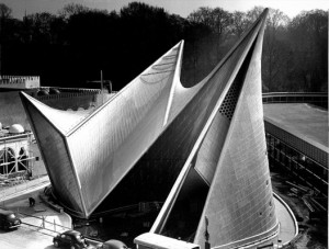 10_Philips_Pavilion_at_the_Worlds_Fair_Brussels_1-528x400
