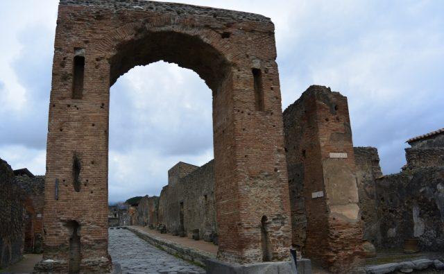 Arc de Calígula a Pompeia