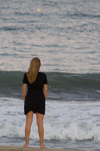 noia la platja 3