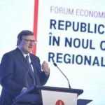 Jose Manuel Durao Barroso, al fòrum econòmic d'avui a Chisinau. Imatge extreta de la notícia que n'ha fet la Deutsche Welle. http://www.dw.com/ro/jos%C3%A9-manuel-barroso-la-forumul-de-albire-a-oligarhului-plahotniuc/a-19282105