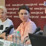 "Angela Frolov, Natalia Morari i Mindaugas Kacerauskis, a la conferència de premsa d'ahir per presentar la campanya ""Sense por"". Foto: diez.md (http://diez.md/2016/05/19/foto-marsul-solidaritatii-fara-frica-indeamna-oamenii-sa-si-depaseasca-fricile-prin-tacere)"