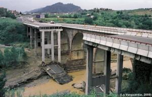 Pont de la N II a Esparreguera després de l'aiguat de juny de 2000. Veure més imatges a Regio7.cat