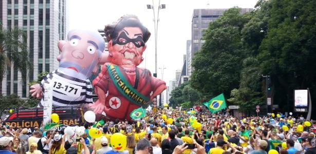 Lula e Dilma bonecos