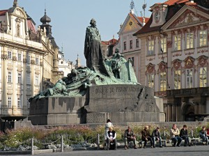 Monument a Jan Hus (wiimedia.org)