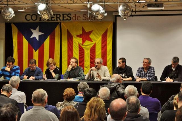 Assemblea independentista conjunta a les Cotxeres de Sants el 14 de gener de 2016 (foto de Josep-Lluís Gonzàlez publicada amb llicència oberta Creative Commons by-nc-sa)