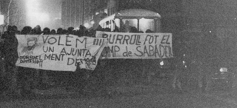 Manifestació a Sabadell al febrer de 1976, per fer fora l'alcalde franquista